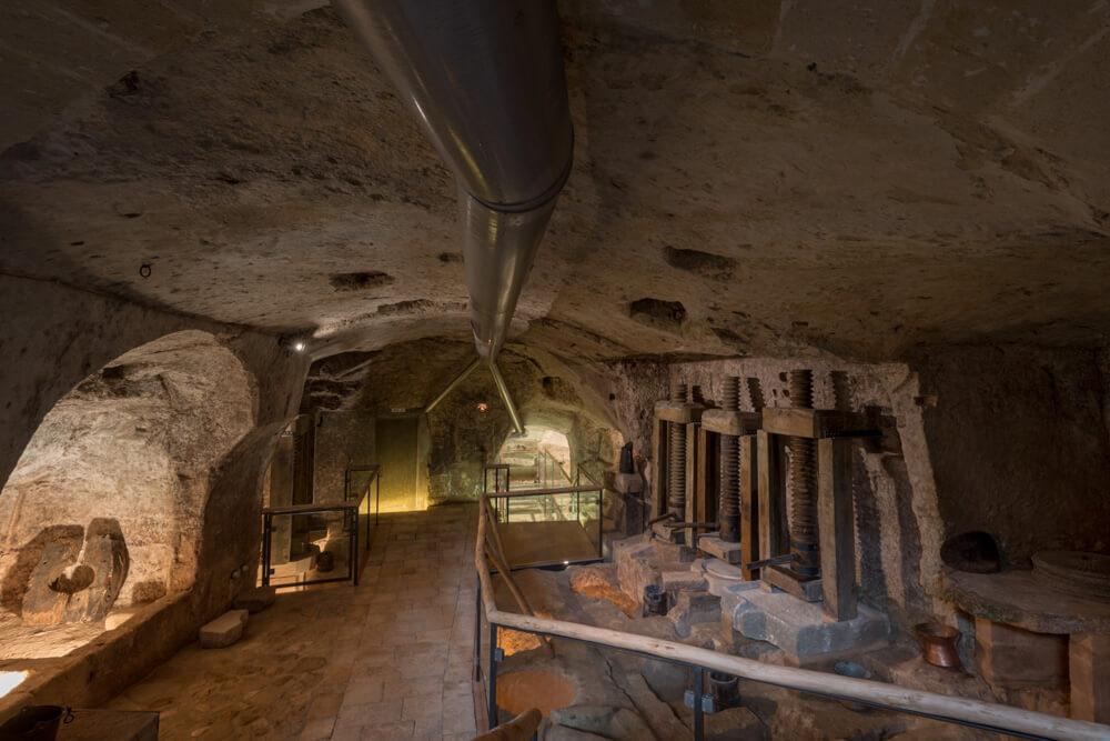 visuale-sotto-terra-museo-moom-matera-olive-oil-museum-museo-olio-oliva