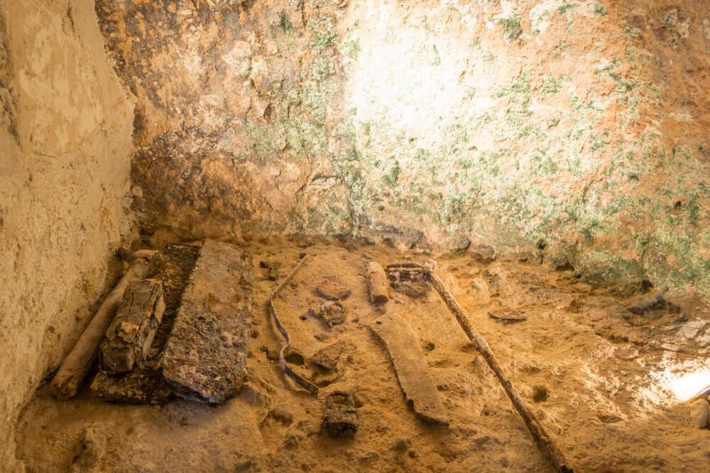 pareti-antico-frantoio-rupestre-moom-matera-olive-oil-museum-museo-olio-oliva